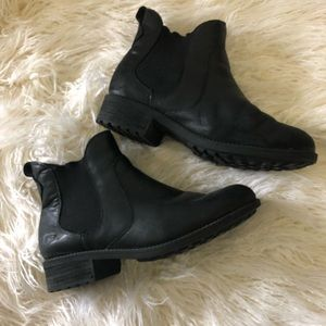 Ugg Sherpa lined leather Chelsea boots